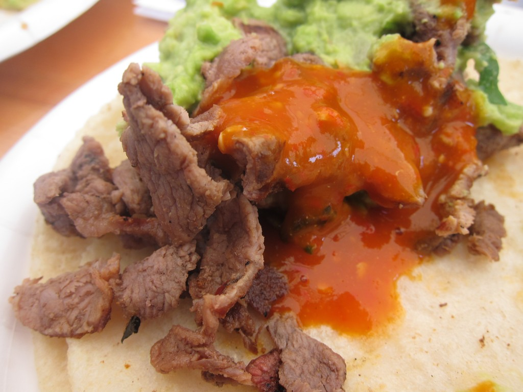 Tacos de Bistec (grilled steak tacos) with salsa and guacamole