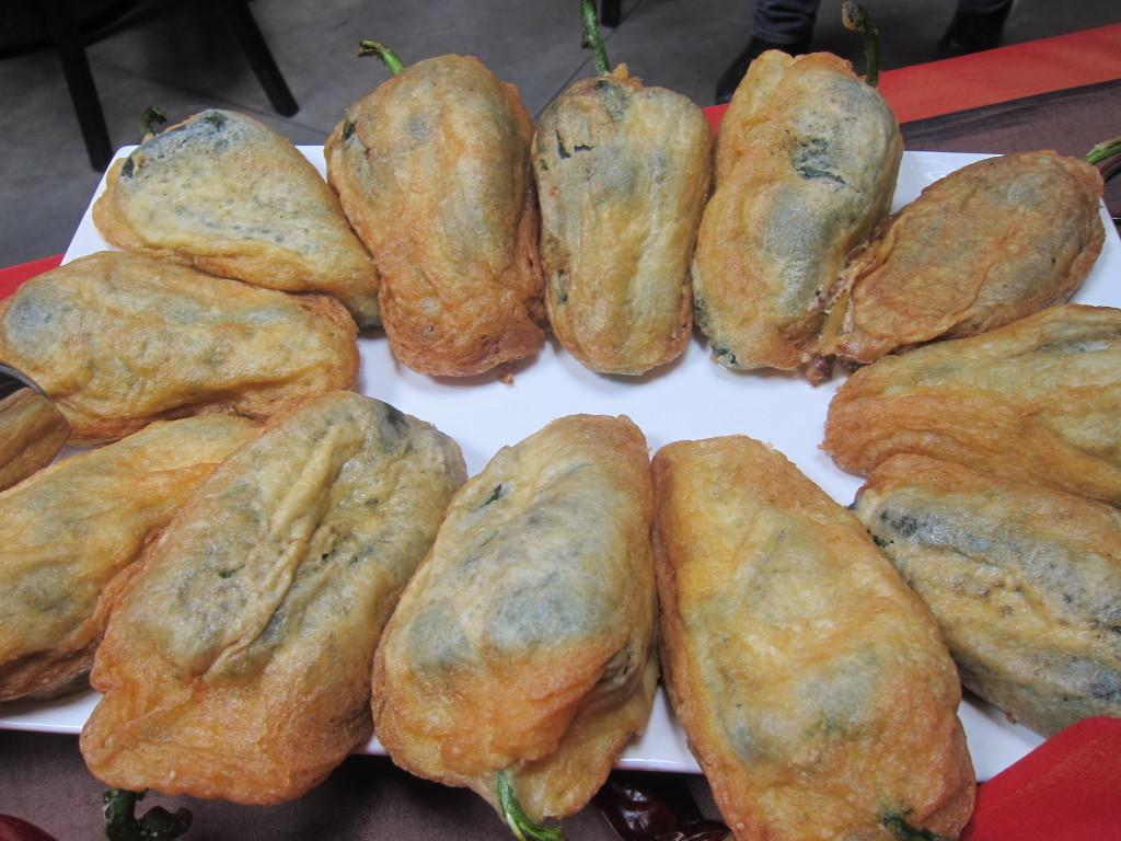 Chiles Rellenos de Requeson, Manzana y Nuez