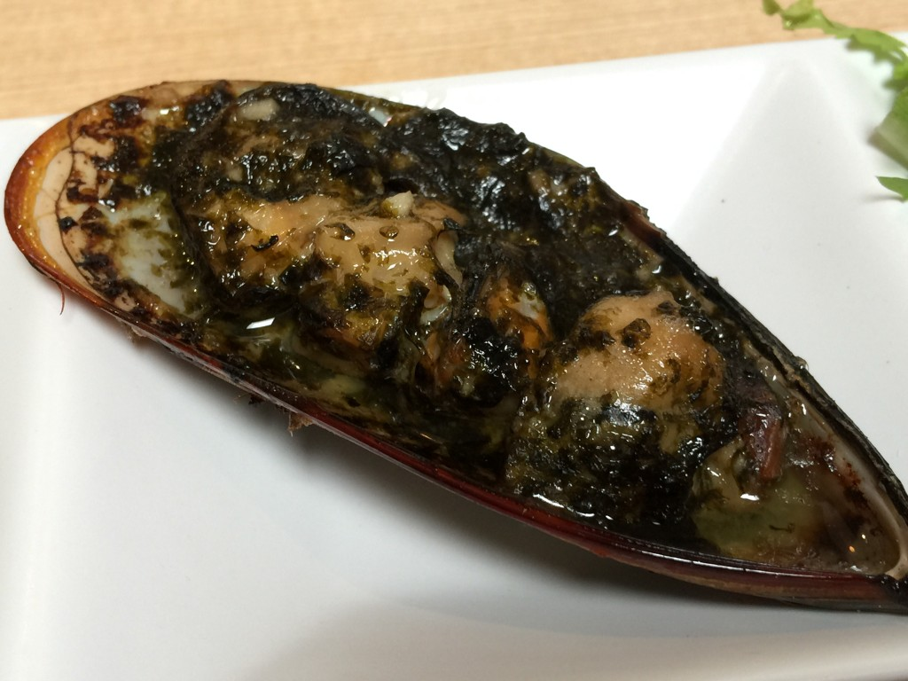 Mussel with Garlic Butter and Seaweed